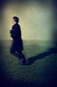 Blurred profile of a man running away - Stock Image - C558WM