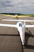 Schleicher ASG-29E glider on aerotow behind a Scheibe SF25C Falke - Stock Image - CWGNN7
