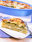 Potato and pesto lasagne - Stock Image - BJM3TM
