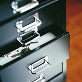 Bunch of keys in an open drawer - Stock Image - B5F891