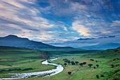 a moody evening sky over the Tugela Valley with the Drakensberg Mountains beyond, KwaZulu Natal, South Africa - Stock Image - B9NRYR