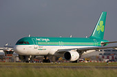 Aer Lingus Airbus A320-214 taxiing for departure at London Heathrow airport. - Stock Image - B8FC25