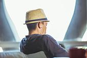 Man in fedora wearing headphones - Stock Image - DXHFPM
