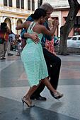 Vertical view of Cubans dancing Tango in the street in Havana, Cuba. - Stock Image - F099HC