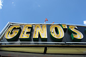 Urban Scene of Landmark Philadelphia Cheesesteak Vendor Geno's - Stock Image - B4BG2Y