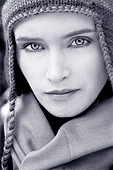 Portrait of a beautiful young woman wearing a woolen hat and looking at camera - Stock Image - A513XK