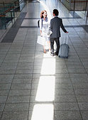 Business people talking in train station - Stock Image - BN2DY8