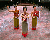 Portrait of three women in traditional Thai costume, Chiang Mai, Thailand, Southeast Asia, Asia - Stock Image - B586Y1