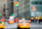 Abstract urban scene with traffic and taxi cabs, New York City. - Stock Image - D330RN