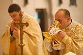 Orthodox Mass, St. Jean Chrysotome liturgy, Villemomble, Seine-St. Denis, France - Stock Image - D9FT33