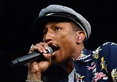 epa04821796 US singer-songwriter Pharrell Williams performs on The Pyramid Stage on the fourth day of Glastonbury Festival of Contemporary Performing Arts 2015, held at Worthy Farm, near Pilton, Somerset, Britain, 27 June 2015. The outdoor festival runs from 24 to 29 June.  EPA/HANNAH MCKAY - Stock Image - EWRPY2