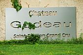 chateau gudeau saint emilion bordeaux france - Stock Image - BEAW09