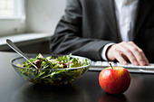 Healthy work lunch - Stock Image - C44BNG