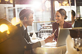 Business people talking in restaurant - Stock Image - DTK7Y5