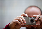 Man Taking a Photograph, Close-up View - Stock Image - D5YTW6