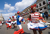 Afrocuban carnival group Los componedores de batea performing in the streets of La Habana Vieja Havana Cuba - Stock Image - B2P2AF