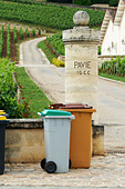 gate post chateau pavie saint emilion bordeaux france - Stock Image - BEATYF
