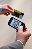 USA, Illinois, Metamora, Man using smart phone device - Stock Image - D13YKB