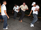 Locals dance on the street in Varadero, provincia de matanzas, cuba - Stock Image - CTN5NN