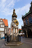 Statue of Roland the Defender of Bremen in front of the Rathaus in the Am Markt. - Stock Image - E744KP