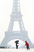 "Tourists promenading in Winter ""PARIS France"", ""Eiffel Tower"" View from Trocadero in Snow Storm Child Cold ""winter scenes"" - Stock Image - A60FE5"