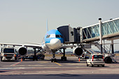 Thomson Airways Boeing 757-28A at the gate of Catania Fontanarossa Airport, Catania, Sicily, Italy - Stock Image - D5841T
