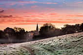 Malmesbury, Wiltshire, UK. 6th November, 2014. UK weather. The sky lights up at dawn over the Wiltshire hillside town of Malmesbury, after temperatures fall below freezing for the first time this autumn. © Terry Mathews/Alamy Live News - Stock Image - EA30CH