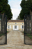 gate chateau trottevieille saint emilion bordeaux france - Stock Image - BEAW0K