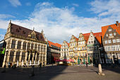 Market place, Bremen, Germany. Showing the Markt Schuetting and other historic buildings. - Stock Image - E6RATY