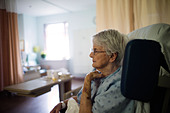 Old woman sitting in wheelchair in hospital. - Stock Image - CTP7D6