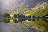 reflections on the shore of Buttermere at dawn, Cumbria, Lakes District, Cumbria, England, UK - Stock Image - CERGYP