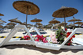 Sousse, Tunisia. 27th June, 2015. Flowers for the victims on a sun lounger at the Imperial Marhaba Hotel in Sousse, 27 June 2015. At least 39 people were killed in the terror attack in the Tunisian beach resort Sousse - most of them tourists. Photo: ANDREAS GEBERT/DPA/Alamy Live News - Stock Image - EWJE7Y