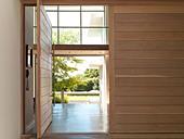 Open door in modern house - Stock Image - DBYC0F