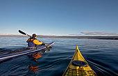 Man rowing canoe in ocean - Stock Image - CR21N6