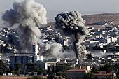Kobani, Syria. 11th Oct, 2014. Smoke rises after an U.S. air strike on Islamic State terrorist group in Kobani, Syria, Oct. 11, 2014. The Islamic State (IS) militants have controlled over 40 percent of the predominantly Kurdish city of Kobane in northern Syria, the oppositional Syrian Observatory for Human Rights reported on Friday. © Cihan/Xinhua/Alamy Live News - Stock Image - E8MPPD