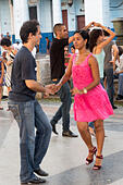 dancers on a Sunday evening, Prado avenue, Havana, Cuba - Stock Image - E62ETW
