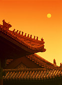Low angle view of the roof of a Chinese temple - Stock Image - ANP5K5
