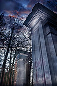 Churchyard gates - Stock Image - C8WD50