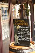 chalk board caves madeleine rue fg madeleine beaune cote de beaune burgundy france - Stock Image - C0TDPF