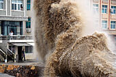 Wenling, China's Zhejiang Province. 12th Oct, 2014. High waves are seen in Shitang Township, Wenling, east China's Zhejiang Province, Oct. 12, 2014. Affected by the powerful typhoon Vongfong, high waves were seen off the coast of provinces like Zhejiang and Fujian. © Jin Yunguo/Xinhua/Alamy Live News - Stock Image - E8NN85