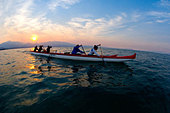 Five People Paddling a Outrigger Canoe on Lake Tahoe at Sunset, California - Stock Image - BA8H7D