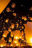 Chiang Mai, Thailand - Sky lanterns at Yi Peng Festival - Stock Image - D0FT4F