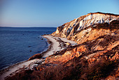 Natural minerals add color to the rocky bluffs on Gay Head Point, Martha's Vineyard, Massachusetts, USA - Stock Image - B40HC9