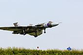 Avro Vulcan XH558 of the vulcantothesky.org landing at RAF Waddington 2013 - Stock Image - DDJET3