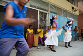 Cuban band Los 4 Vientos and dancers entertaining people in the street, Havana, Cuba. - Stock Image - A7DYX4
