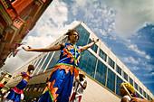 Cuba, Havana, folkloristic show in the street - Stock Image - C7W4X0