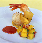 Shrimp with mango salsa and passion fruit sauce - Stock Image - B46JNW