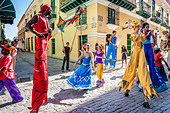 Street Entertainers Dancing On Stilts, Old Havana, Havana, Cuba - Stock Image - DN3Y8E