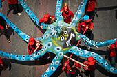 Jakarta, Indonesia. 15th Sep, 2014. Labourers display a giant octopus doll during a rally demanding welfare of workers in Jakarta, Indonesia, Sept. 15, 2014. © Veri Sanovri/Xinhua/Alamy Live News - Stock Image - E7DFAK