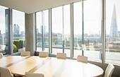 Empty conference room overlooking city - Stock Image - DKPPRY